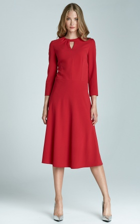 Sukienka z subtelnym pęknięciem na dekolcie i asymetrycznym marszczeniem - czerwony