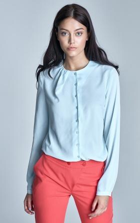 Zapinana bluzka z marszczeniem na dekolcie - błękit