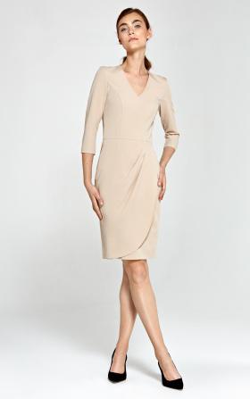 Dopasowana sukienka z asymetrycznymi draperiami - beż