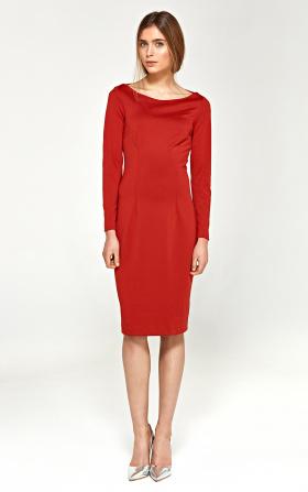 Dzianinowa sukienka z dekoltem w łódkę - czerwony