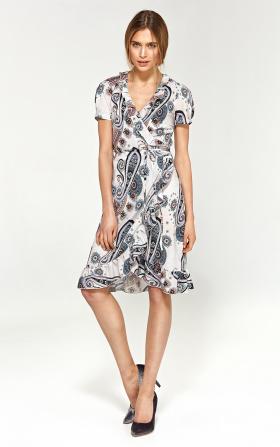 Letnia sukienka z falbanami - wzór