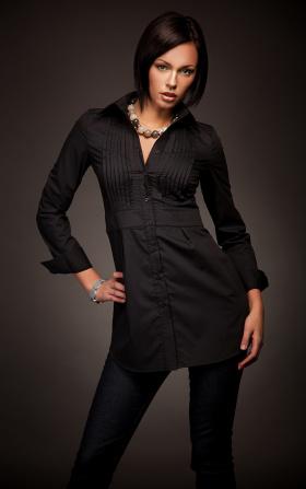 Modna przedłużana koszula z zakładkami HIT -  czarny