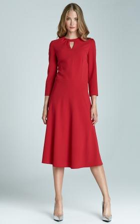 Czerwona sukienka z subtelnym dekoltem