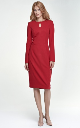 Czerwona sukienka z łezką na dekolcie