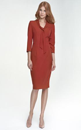 Sukienka z wiązaniem na dekolcie - rudy