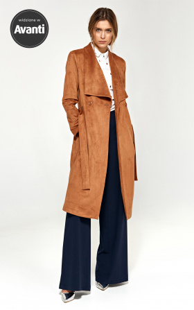 Karmelowy płaszcz z szalowym kołnierzem