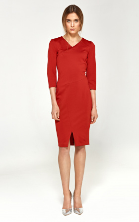 Knitted dress with stitching on the neckline - red