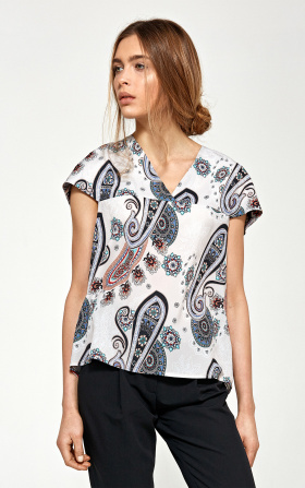 Blouse with a delicate V neckline - pattern