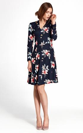 Granatowa sukienka z zakładkami w modne kwiaty