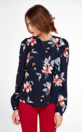 Granatowa bluzka z pionową falbanką po lewej stronie w kwiaty