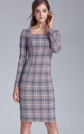 Sukienka w kratę z dekoltem karo