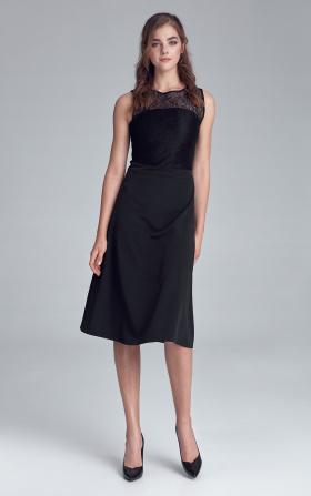 Czarna wizytowa sukienka z koronkowym dekoltem