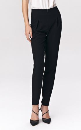 Czarne spodnie z zaszewkami