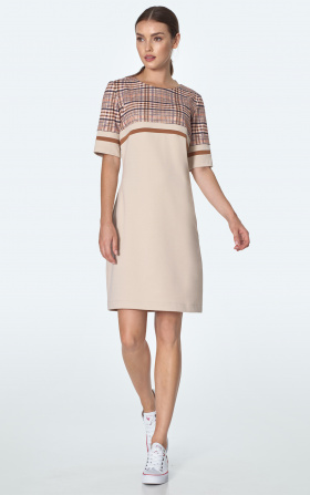 Simple dress with pockets in beige checkered