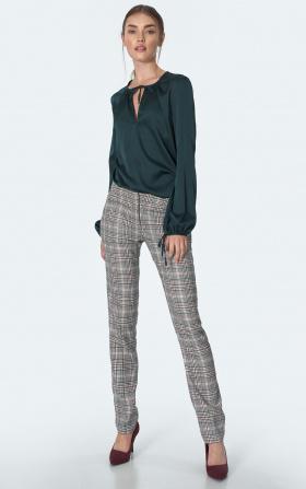Klasyczne spodnie w zieloną kratę