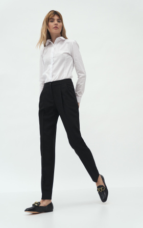 Czarne spodnie z zakładką
