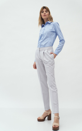 Grey trousers with fold
