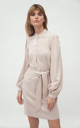 Beżowa sukienka na stójce