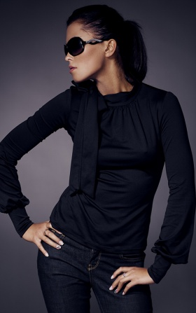Turtleneck with a bow and puffs - black