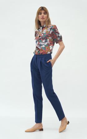 Kobaltowe spodnie z zakładką