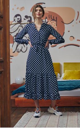Długa sukienka w grochy