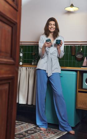 Niebieskie spodnie z zakładkami typu palazzo