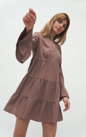 Sukienka wiskozowa z falbaną w kolorze mocca