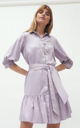 Wiskozowa sukienka z falbaną w kolorze liliowym
