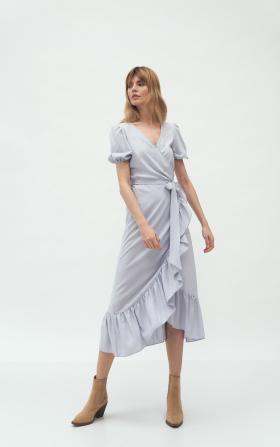 Szara kopertowa sukienka w stylu boho