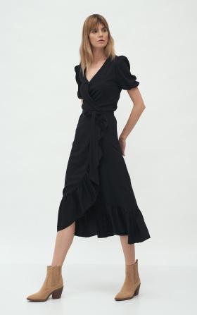 Czarna kopertowa sukienka w stylu boho