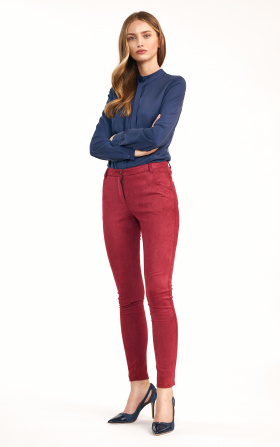 Fitted burgundy trousers