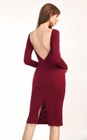 Bordowa sukienka z wycięciem na plecach