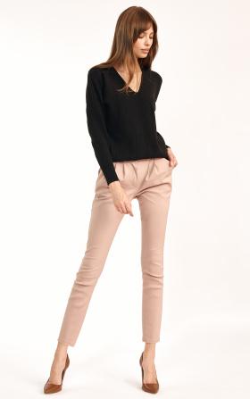 Klasyczne beżowe spodnie ze zwężanymi nogawkami