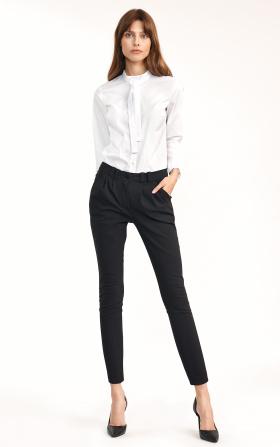 Klasyczne czarne spodnie ze zwężanymi nogawkami