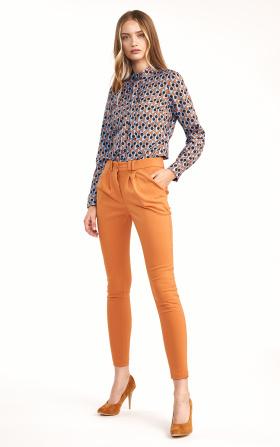 Klasyczne pomarańczowe spodnie ze zwężanymi nogawkami
