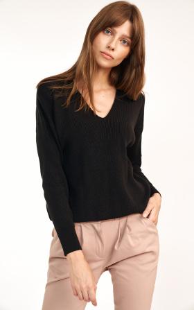 Czarny sweter o swobodnym kroju