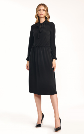 Czarna sukienka z fontaziem