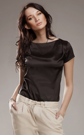 Subtelna i delikatna czarna bluzeczka