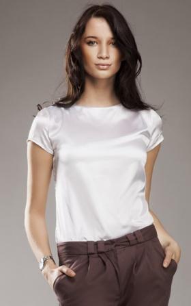Subtelna i delikatna biała bluzeczka