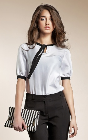 Subtle blouse with a ribbon - white