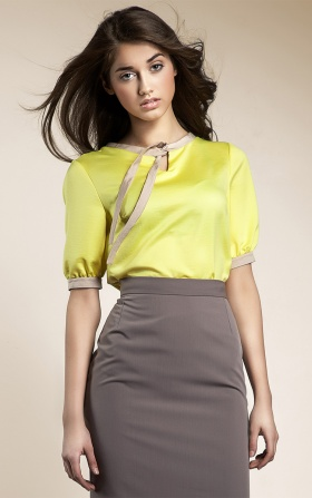 Subtle blouse with a ribbon - yellow