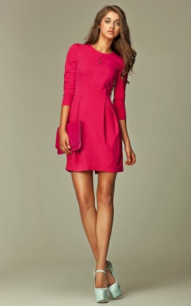 Dress with a crack on the neckline - pink