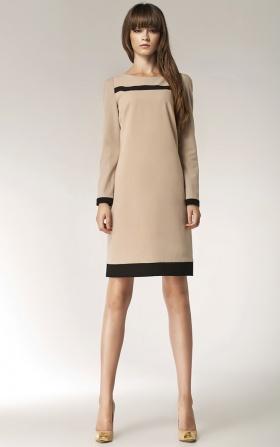 Sukienka z paskiem na dekolcie - beż