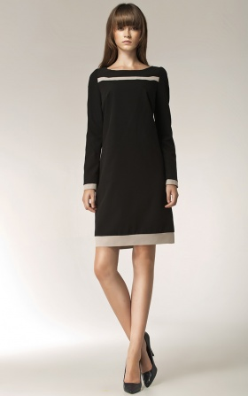 Czarna sukienka z paskiem na dekolcie
