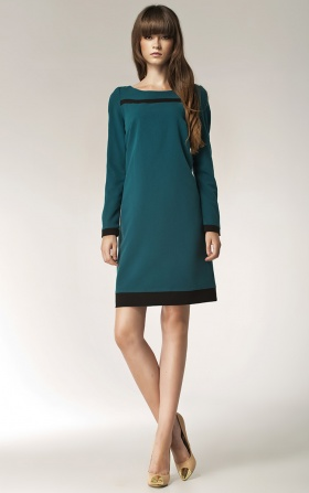 Zielona sukienka z paskiem na dekolcie