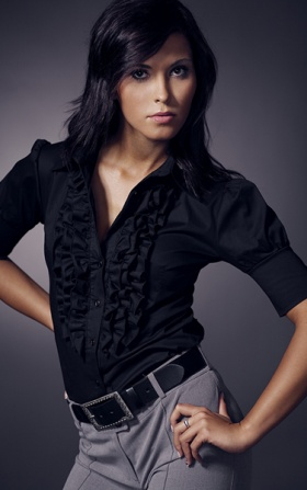 Czarna damska koszula z żabotem z krótkim rękawem