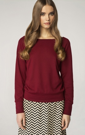 Sweater with a neckline in the boat shape - claret